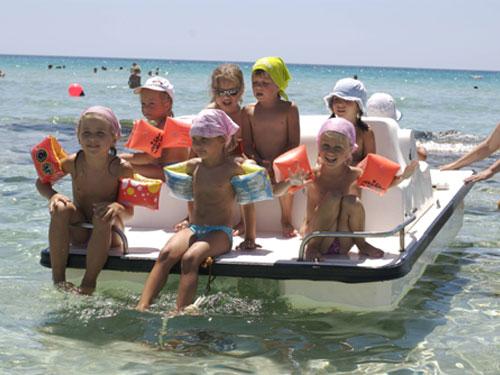 Мал дети на море 36